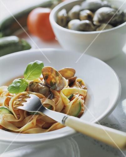 Tagliatelle orto e mare (Pasta with clams & vegetables)