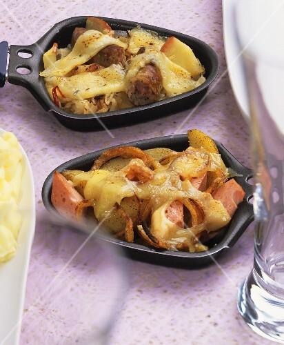 Gratinierter Leberkäse und Sauerkraut-Wurst-Raclette