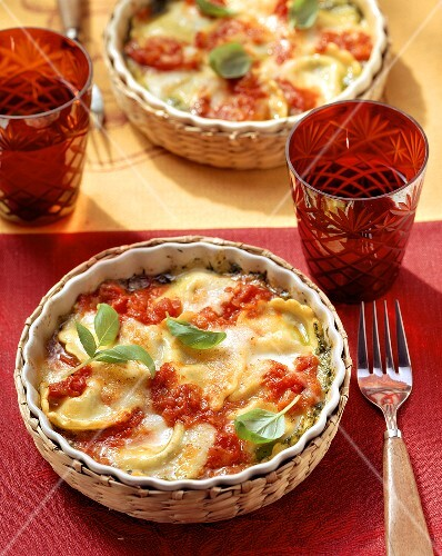 Ravioli and tomato gratin