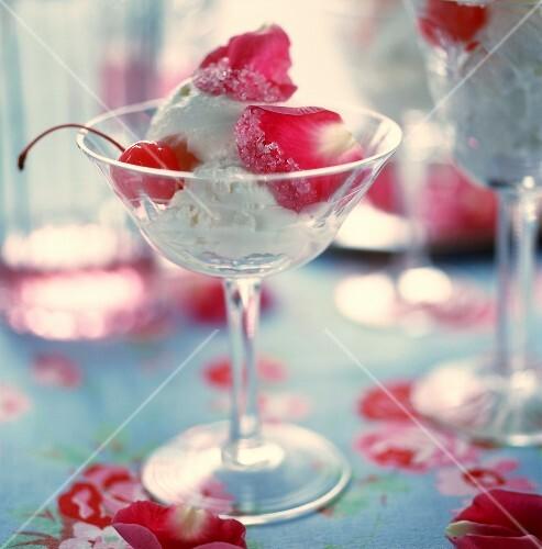 Quark and cream ice cream with rose petals