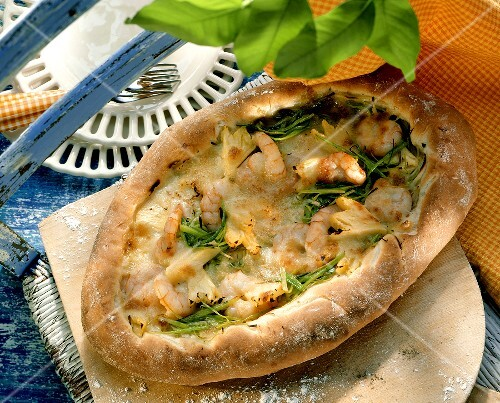 Pizza with shrimps, leek and pineapple