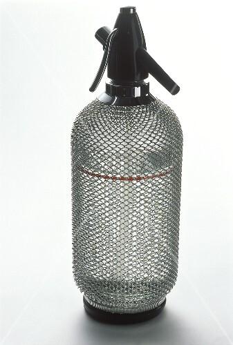 siphon flasche zum zubereiten von sodawasser bild kaufen 209882 stockfood. Black Bedroom Furniture Sets. Home Design Ideas