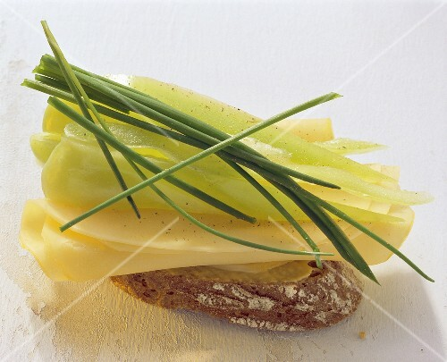 Cheese sandwich with green pepper and chives