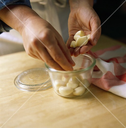 Bottling garlic