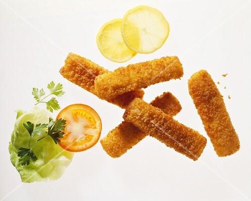 Fish fingers, lemon slices and salad