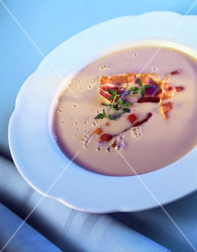 Must soup with fried bacon in soup plate
