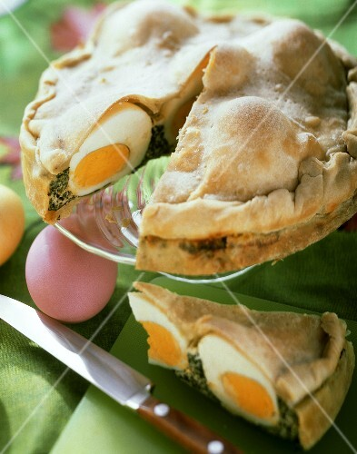 Torta pasqualina (Easter pie with spinach & eggs, Italy)