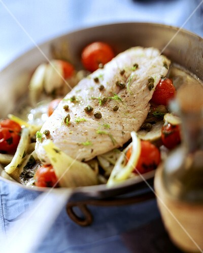 Pan-cooked fish dish with tomatoes, fennel and capers