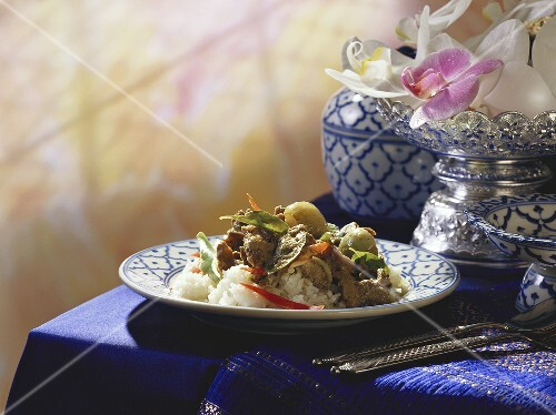Green beef curry with Thai aubergines, basil, rice