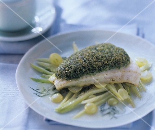 Baked pike-perch fillet on fennel and grapes