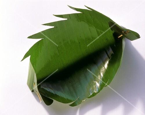 Banana leaf bowl with jagged edges