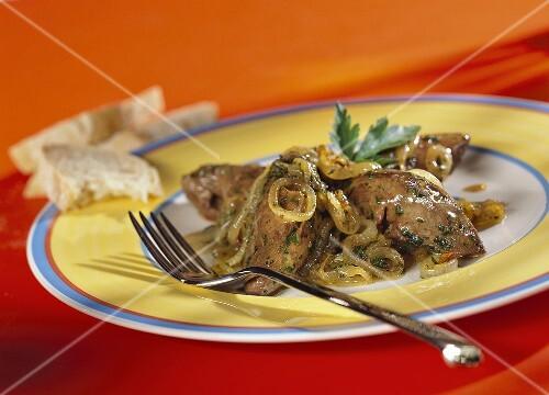 Fegatini di pollo alla veneziana (chicken liver with onions)