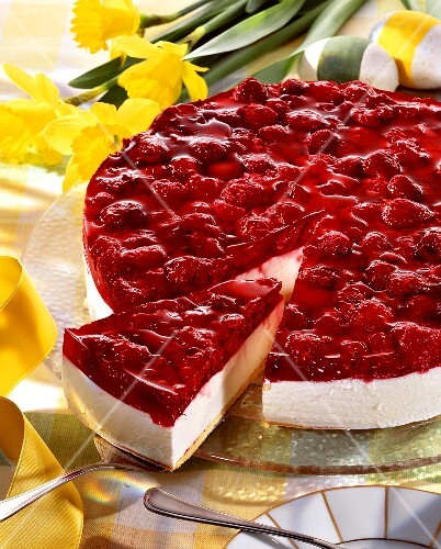 Raspberry yoghurt cake for Easter
