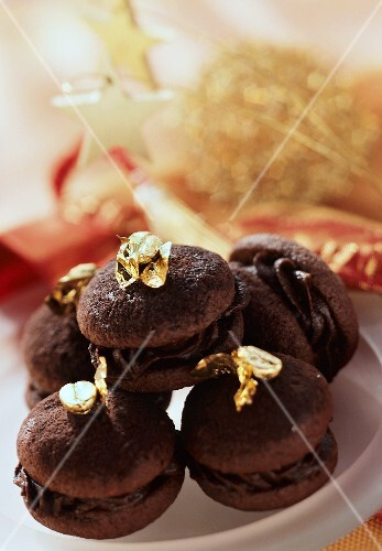 Petit fours with mocha mousse for Christmas