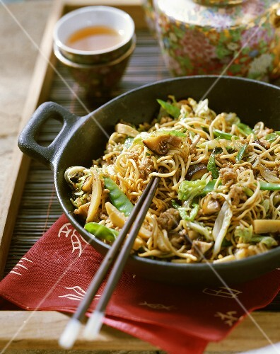 Noodles with mince and vegetables (China)