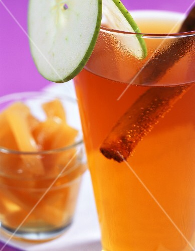 Hot Norman: apple juice punch with brandy, cinnamon & ginger