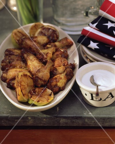Chicken wings with yoghurt dip (USA)