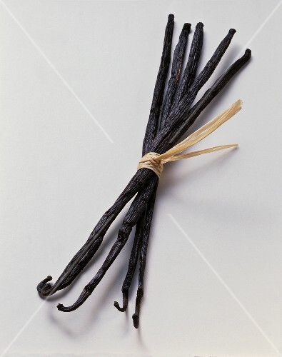 Several vanilla pods, tied together