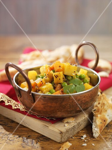 Aloo Mutter (Gemüsecurry, Indien) mit Fladenbrot