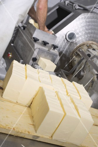 Shaping butter into blocks by machine