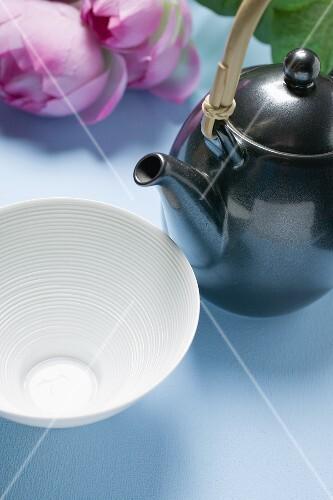 Teapot and tea bowl (Asia)