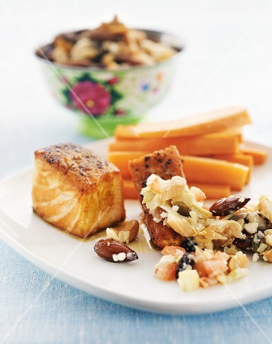 Grilled salmon fillet with vegetable salad, almonds & carrots