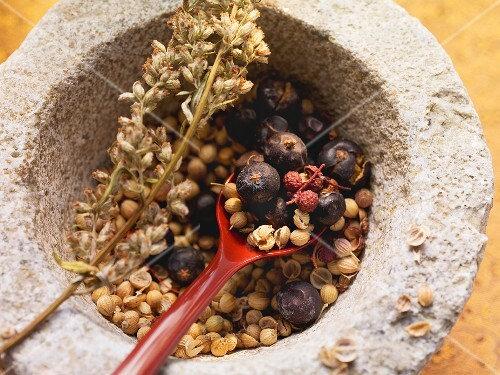 Spices for poultry & game (coriander seeds, peppercorns & juniper berries)