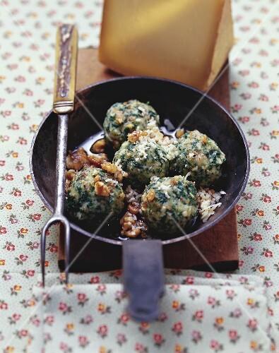 Canederli di spinaci con le noci (Spinach dumplings with nuts)