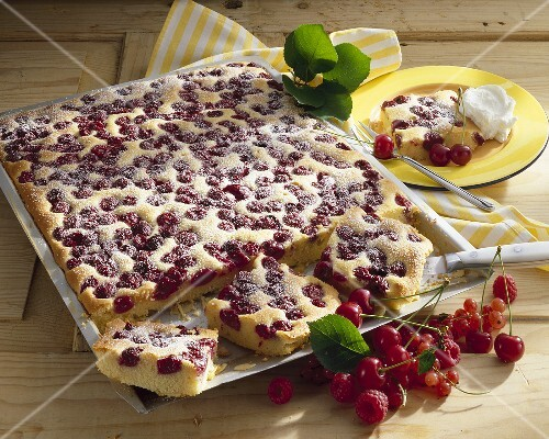 Kirsch Marzipan Kuchen Auf Backblech Bilder Kaufen 264296