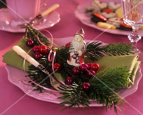 Napkin decoration with Nordmann fir, baubles & Father Christmas