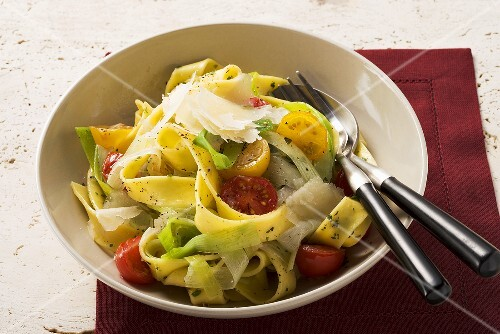 Pappardelle with leeks and tomatoes