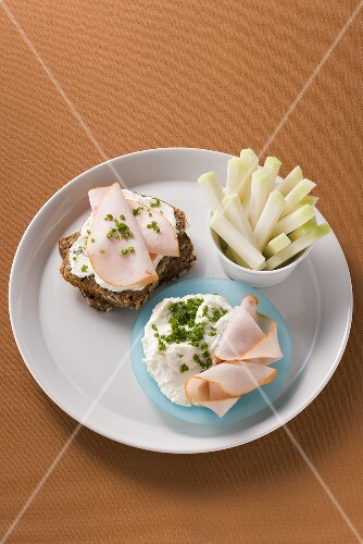 Horseradish quark and turkey breast on wholemeal bread, kohlrabi sticks