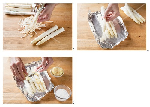 Preparing white asparagus cooked in foil