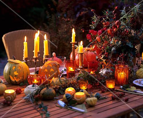 festlich gedeckter tisch zu halloween bild kaufen 271136 stockfood. Black Bedroom Furniture Sets. Home Design Ideas