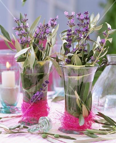 Lavendel Und Olivenzweig In Vasen Bild Kaufen 271404