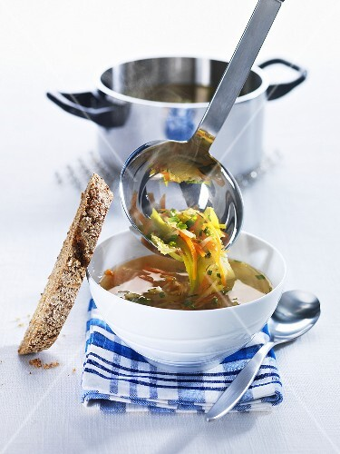 Vegetable bouillon with bread