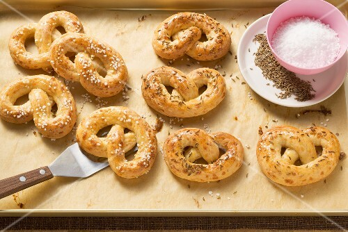 Cheese pretzels with caraway and salt