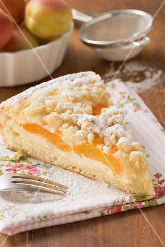 Apricot quark cake with crumble topping