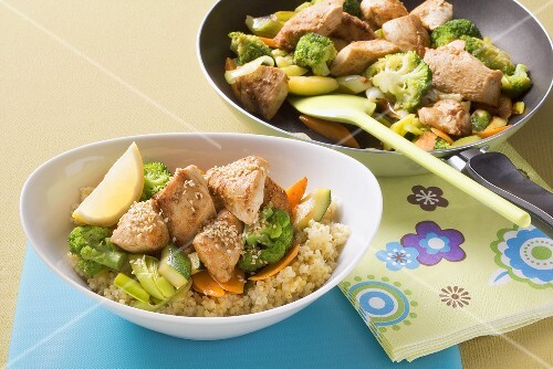 Pan-cooked chicken and vegetables on bulgur