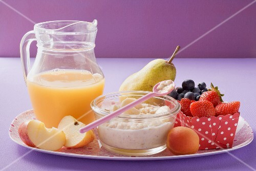Fruit juice, porridge and fresh fruit
