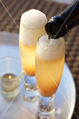 Bellini being poured