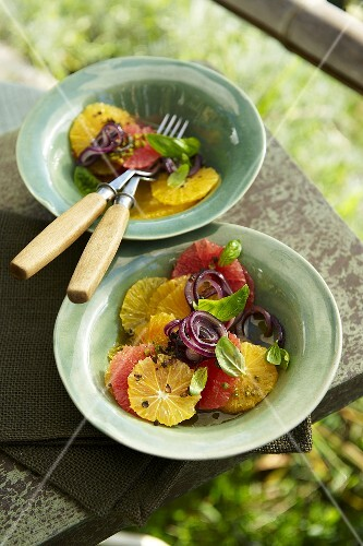 Grapefruit and orange salad with red onions
