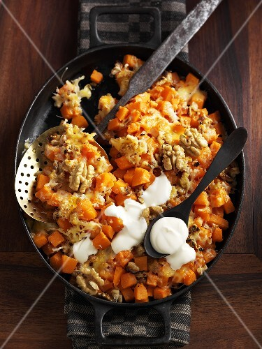 Savoury pumpkin with walnuts