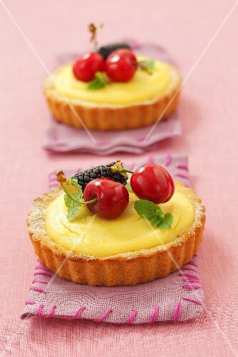 Vanilla cream tarts with cherries