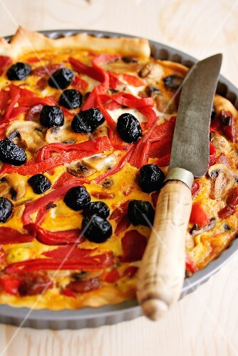 Red pepper quiche with olives