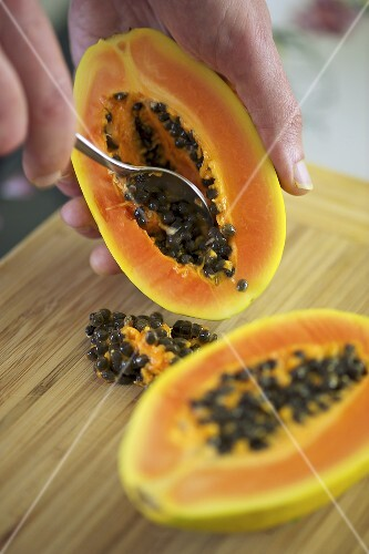 Removing the seeds from a papaya