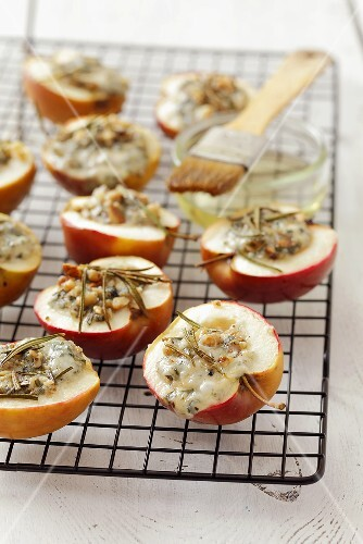 Baked apples with blue cheese stuffing