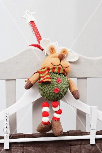 Weihnachtsdeko Stuhl.Kleiderbügel Mit Weihnachtsdeko Am Bilder Kaufen 298320