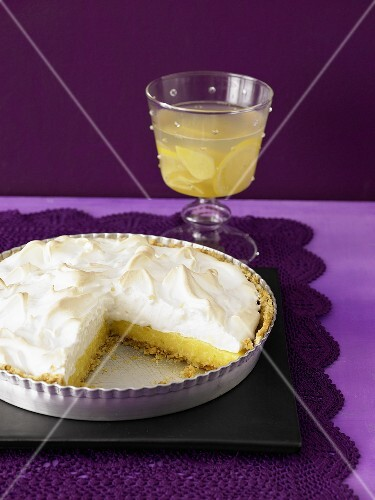 Lime pie and lemon and ginger drink