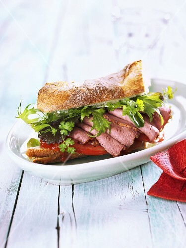 Tomato and roast beef beaguette with tomato chutney